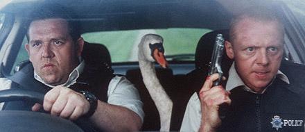 左:ニック・フロスト/中:白鳥/右:サイモン・ペッグ